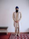http://janinebaechle.com/files/gimgs/th-34_06g-Gurpreet-Singh-stehend-mit-Bank-108,8.jpg